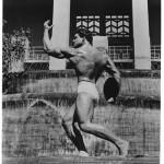 Steve Reeves behaving a like a statue.